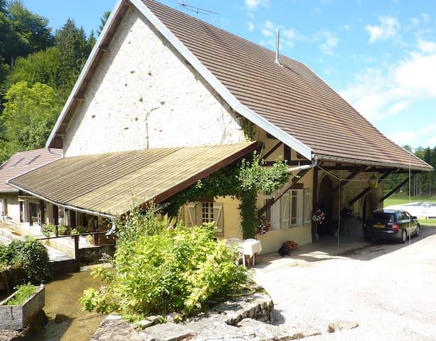 moulin à eau à louer dans le jura - Charcier - House