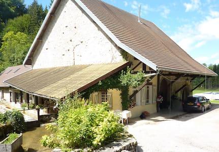 moulin à eau à louer dans le jura - Charcier - Casa