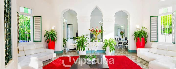 Cozy colonial Villa Sol in the heart of Vedado