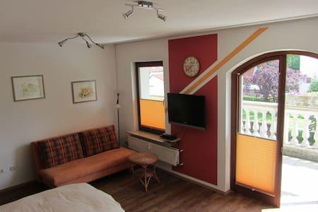 Apartment zentral - 1 Zimmer, Küche, Bad, Balkon - Heroldsberg