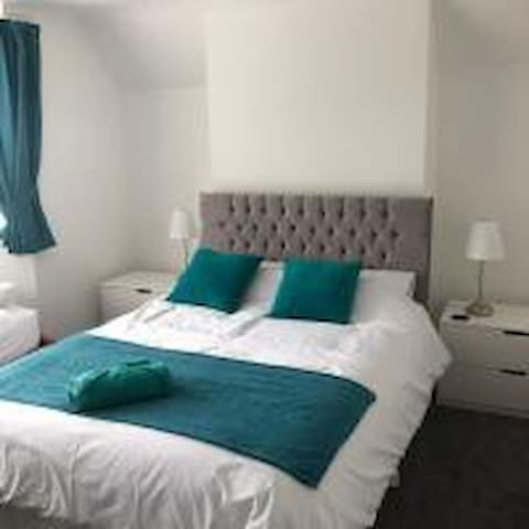 Deluxe en-suite near Poole Quay (Sandbanks Room)