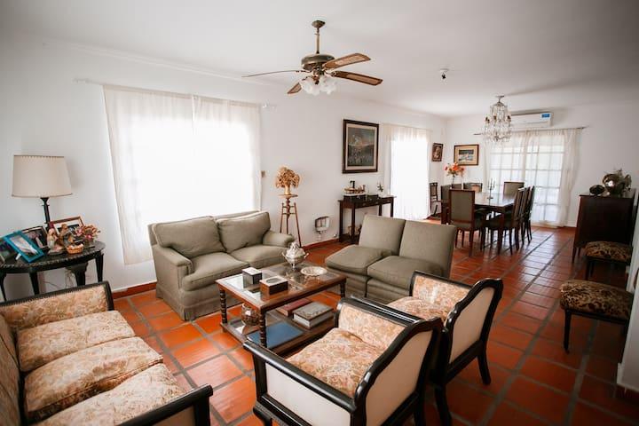 Casa amplia con pileta y parrilla en Yerba Buena