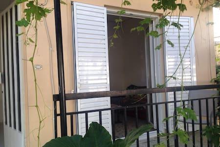 Appartement et vigne dans un quartier résidentiel