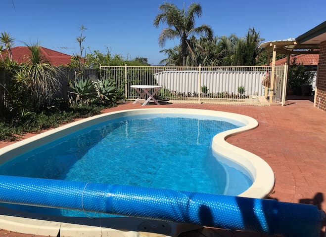 Kinross Poolside Retreat - Kinross