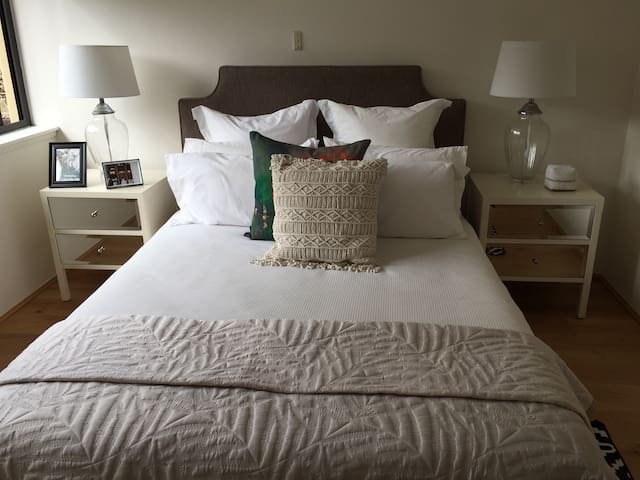 1 bed in 2 bed Double Bay Apartment