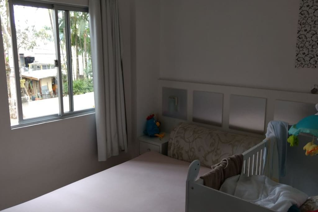 1 quarto com cama de casal.