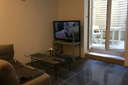 Studio 2 pers cour intime coeur Bastide - Carcassonne - Byt
