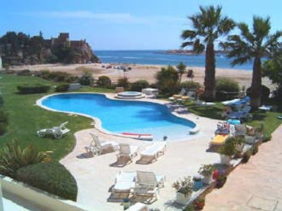 Beautiful swimming pool and garden with the beach and castle as a backdrop!