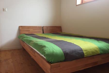 Chambre à deux étages dans maison familiale - Siviriez - Hus