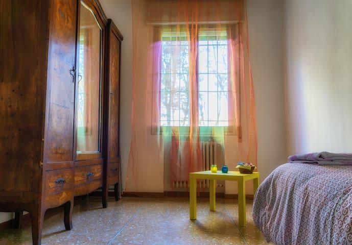 Confortevole stanza a Bologna-Comfortable room - Bologna - Byt