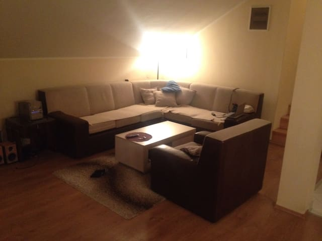 NICE  & CLOSE to AIRPORT and CENTER - Beograd - Huis