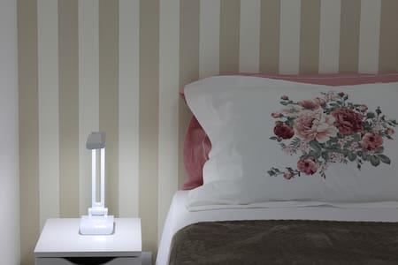 Localização/cama queen/conforto/decoração de 1º