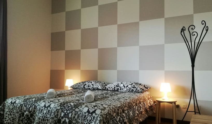 Beautiful double room, bright and reserved. - Bergamo - Daire