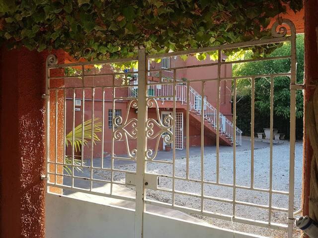 Casa Colfiorito - Silent, Relax and Garden in Rome