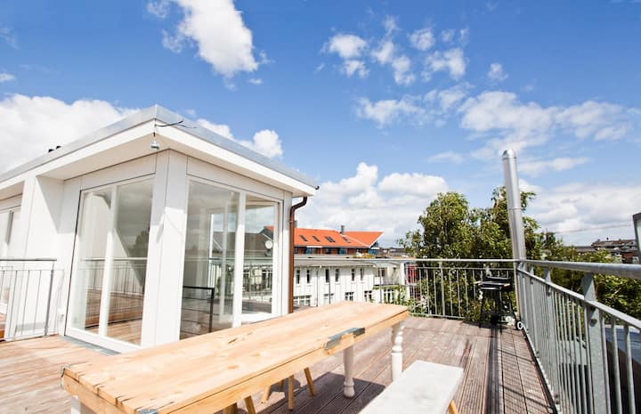 Exclusive penthouse with roof terrace and a view