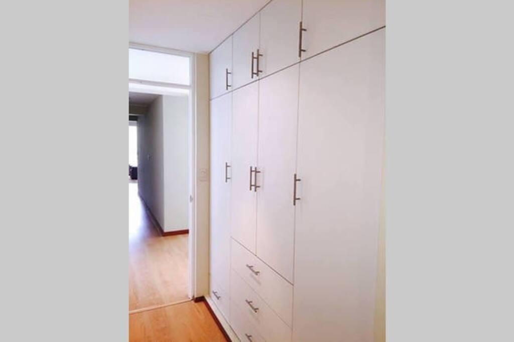 Closet en los dormitorios // Bedroom closets
