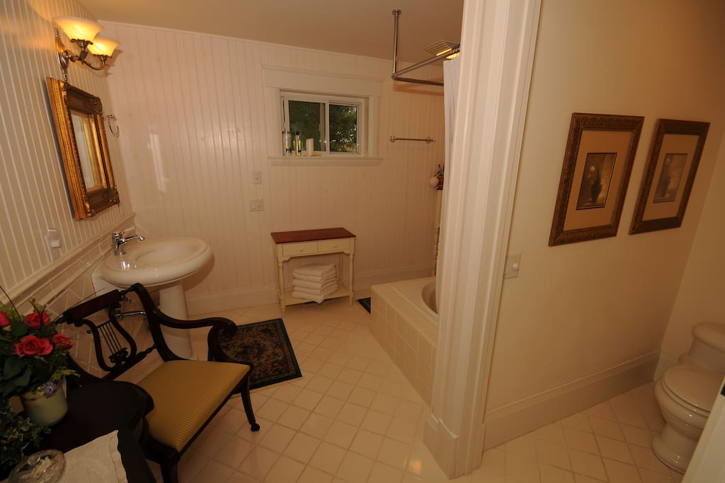 Full bathroom inside the room. All towels and amenities included.