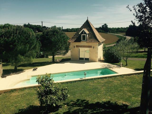 Maison avec Pigeonnier Climatisé et Oiscine 5*10m - Ordan-Larroque - House