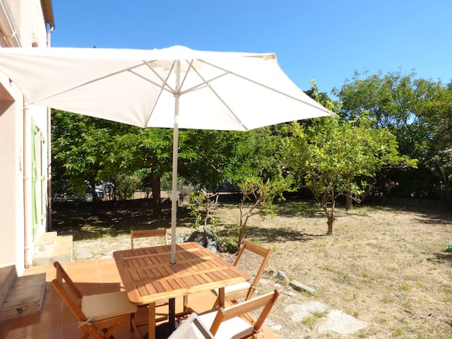 Quiet house with garden at 5 minutes from the port - Haute-Corse - Casa