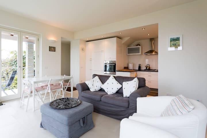Massino Visconti 2 bed apartment with lake views