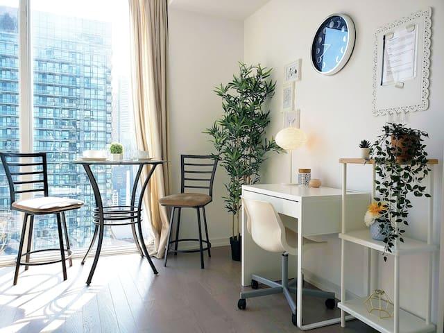 Comfortable Luxury Condo in the Best Location!