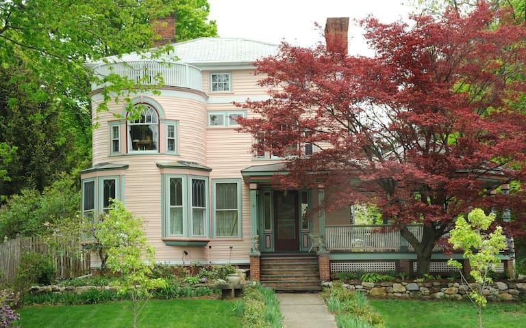 Penrose Victorian Inn - Haydenville