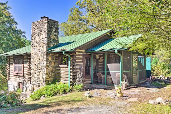 Rustic-Yet-Cozy Cabin w/ Views, 12Mi to Asheville!