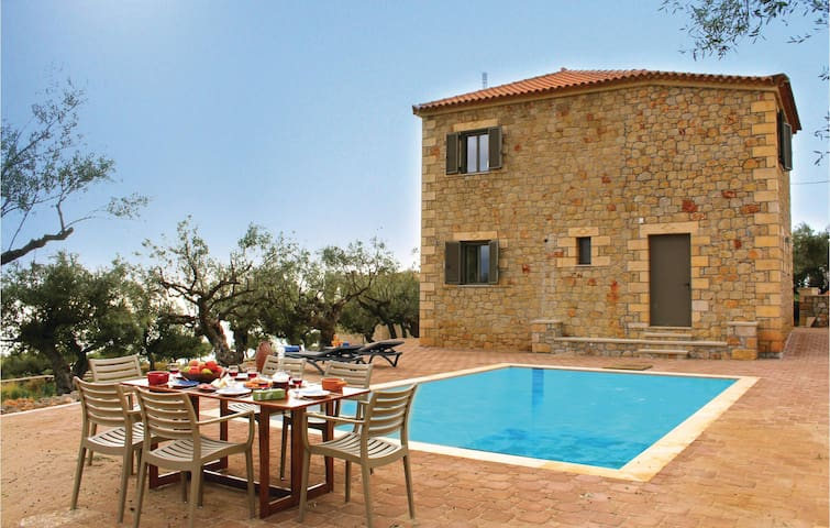 Holiday cottage with 4 bedrooms on 160 m² in Kardamyli