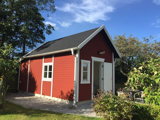 Lovely garden cottage!Limhamn-Malmö
