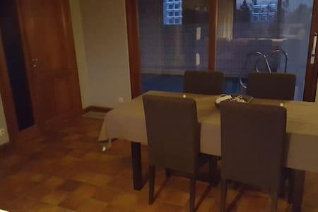 Chambre entre liege maastricht et Allemagne - Visé - 단독주택