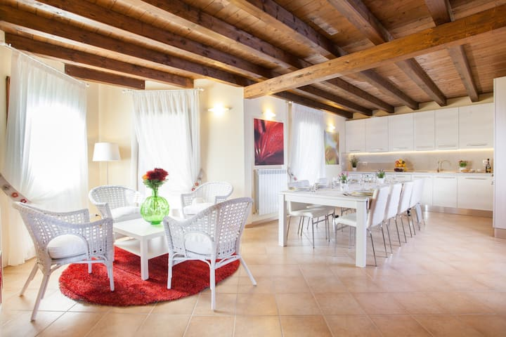 Pinonero - Home Holiday - San Severino Marche - Casa