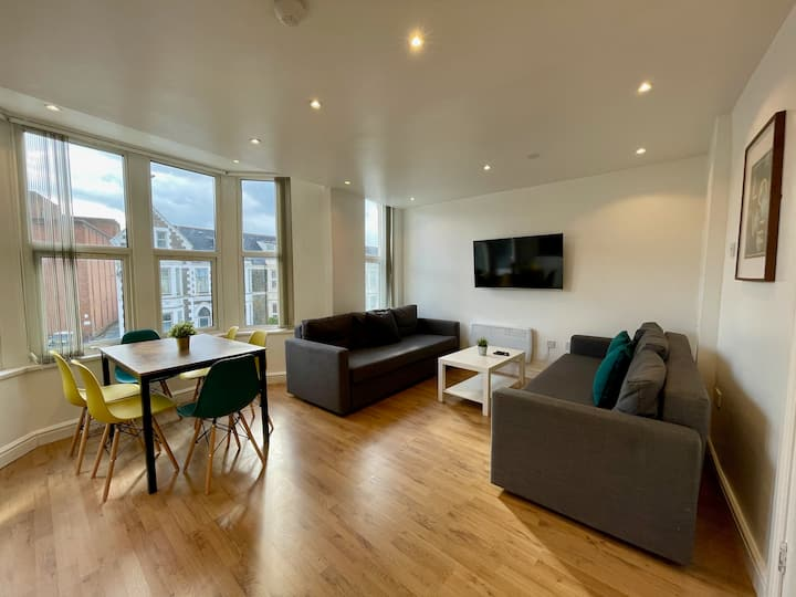 Duplex Apartment For Up to 13 Near City Centre