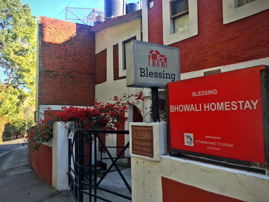 Bhowali Homestay entrance from main road