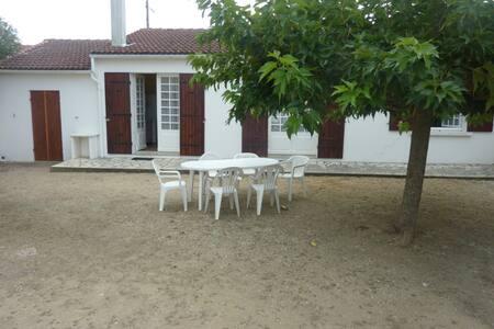 Belle maison à 15 minutes de la plage à pieds - Dolus-d'Oléron - บ้าน