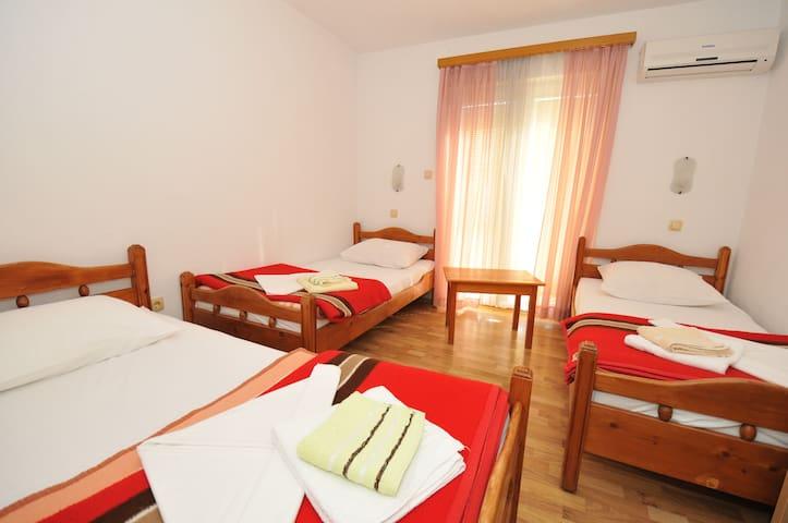 Economy Triple Room Pansion Hotel Glory 100355