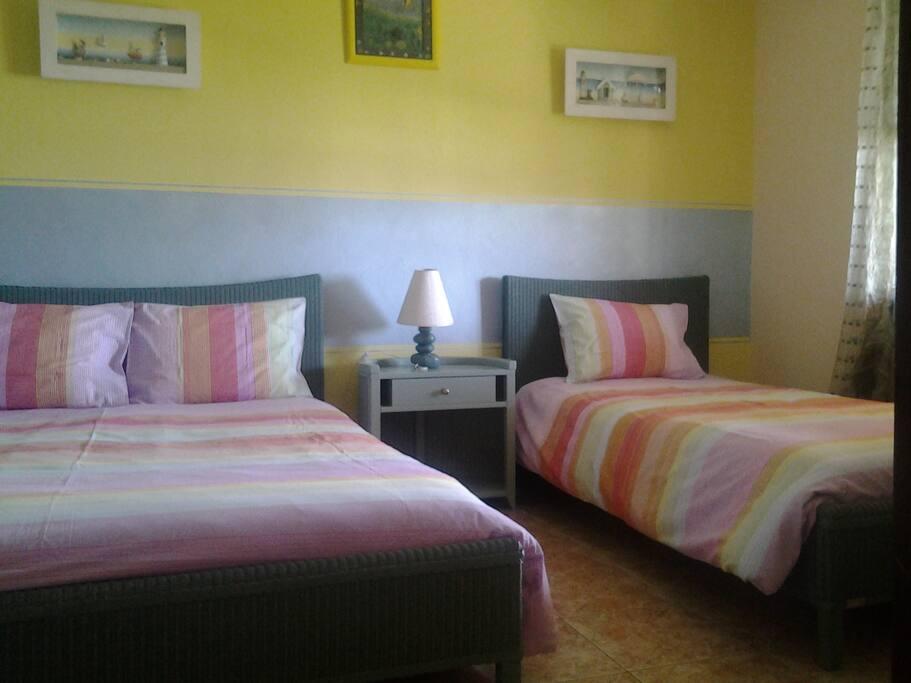 Camera da letto con letto da 140 e letto singolo