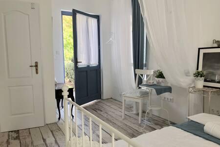 Auguszt Apartments – Lovely & Unique Studio