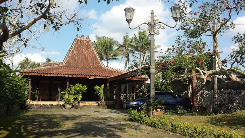 Traditional Joglo w Garden &Pool 1B - Sleman - Huis