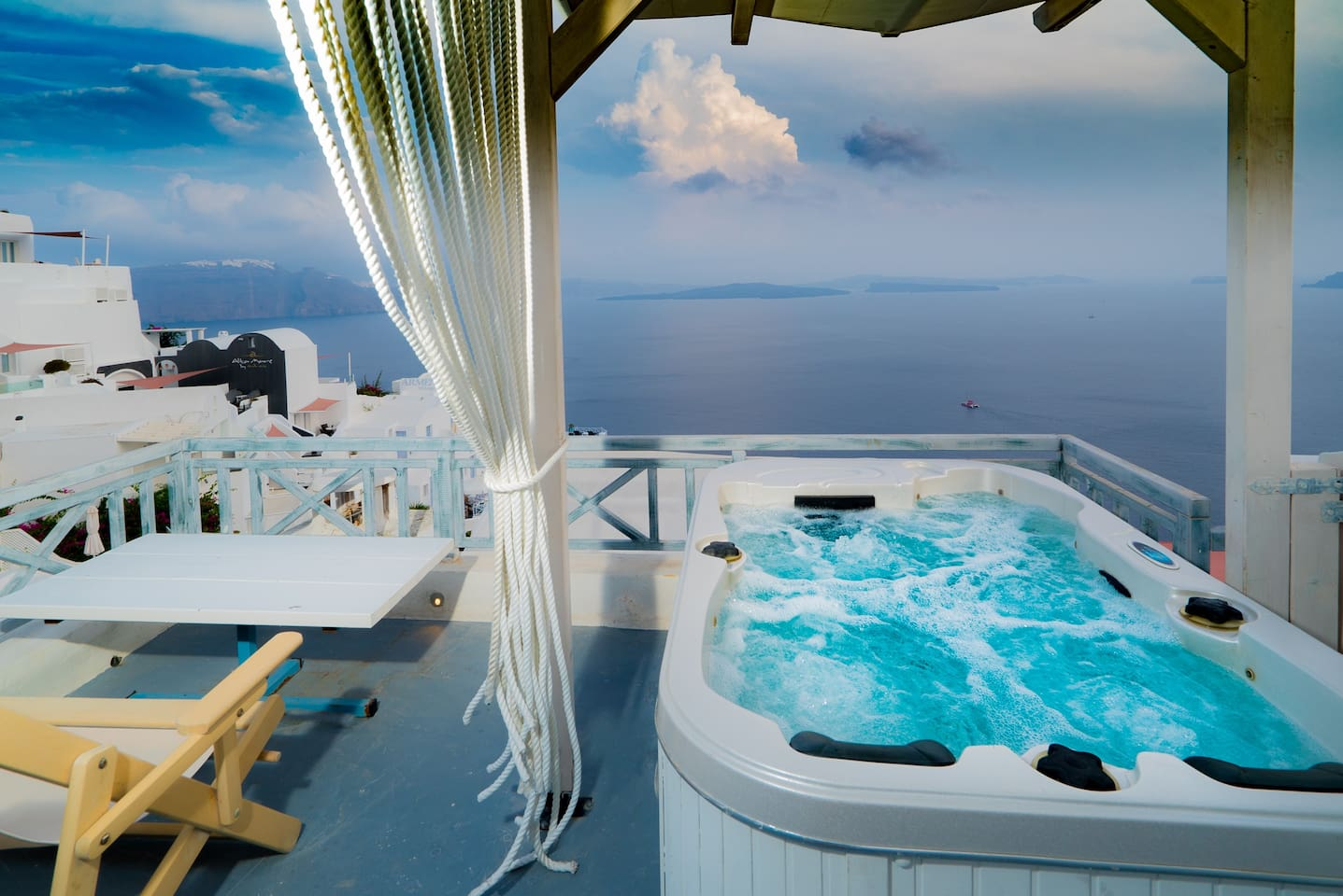 Outdoor hot tub for two