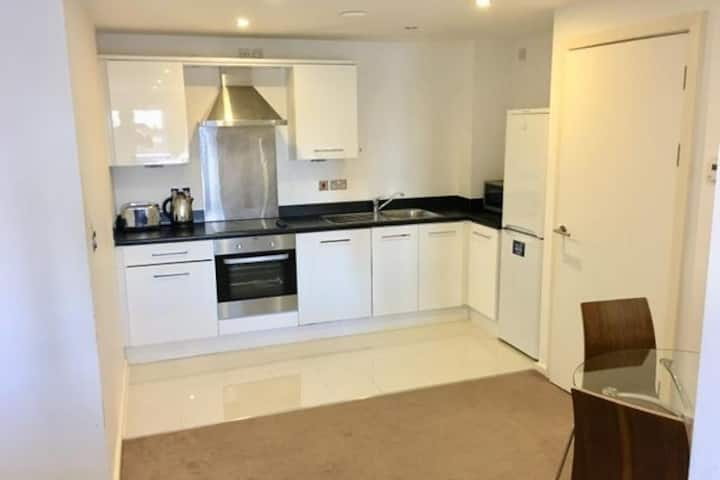 Central City Centre Apartment with Free Parking