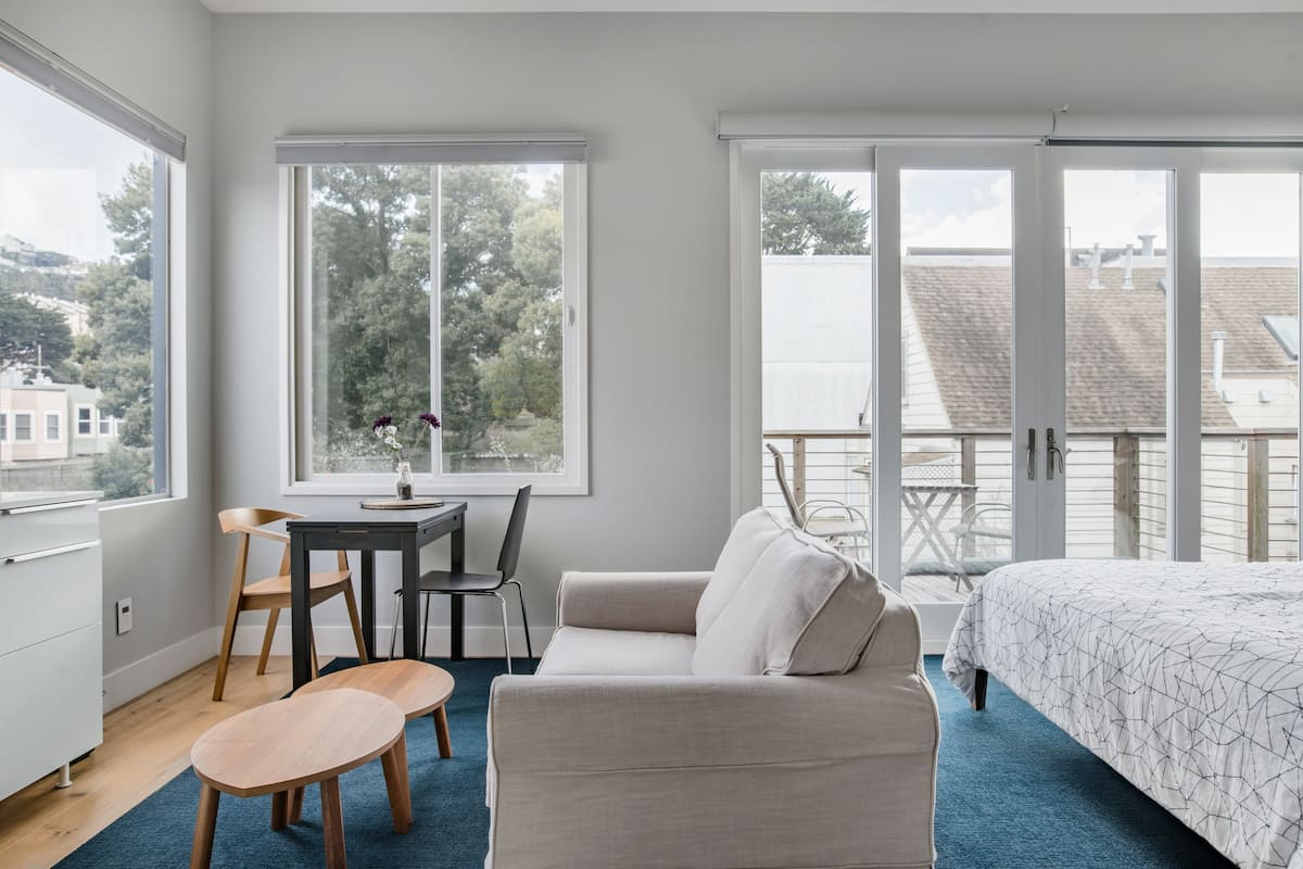 Upscale Golden Gate Park Master Studio with Private Entrance