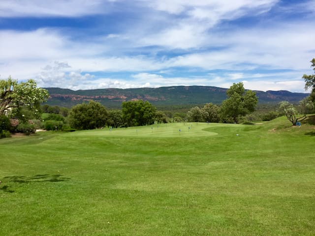 Charmant Appart de Campagne Golf St Andreol ****