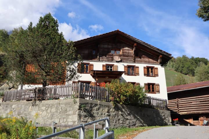 Ferienhaus Tiraun Sut im BündnerOberland/Surselva