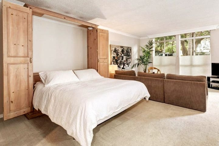 Spacious Studio at Foot of Hollywood Hills