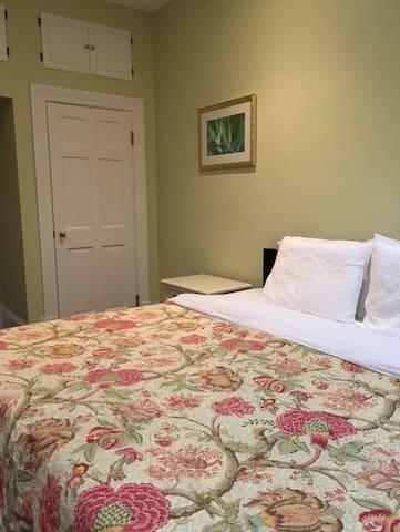 Bermuda Villa Guest house - Unit 1 (Twizy Charger)