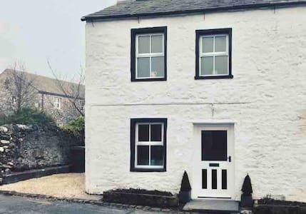 White Rose, historic detached Dales cottage