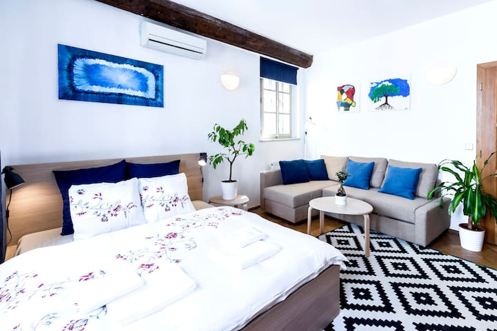 Romantic flat next to the Old Town Square