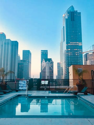 Sunny & Scenic DTLA LOFT! Rooftop•Pool•Jacuzzi