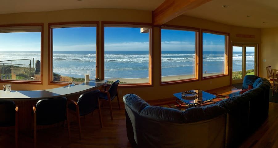 Spectacular Oceanfront Home - Lincoln City - Casa