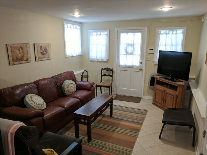 Cozy Private Apartment Convenient to Downtown